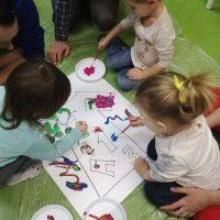 Hiszpański dla dzieci - bebe espanol - malowanie kształtów farbami